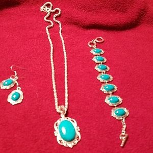 Beautiful turquoise necklace bracelet and earrings